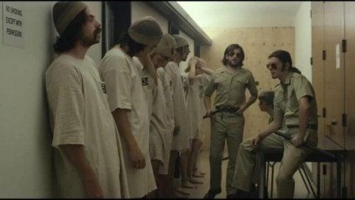 Wie gute Menschen zu bösen werden: das Stanford-Gefängnis-Experiment