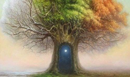 Baum der vier Jahreszeiten, in dessen Stamm sich ein Eingang in eine andere Welt befindet