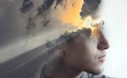 Sonnenstrahlen, die sich ihren Weg durch Wolken im Kopf bahnen