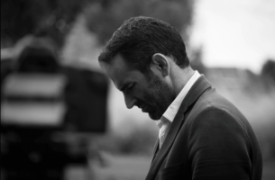 Jemandem mit einer Borderline-Persönlichkeitsstörung helfen - Mann mit einem gequälten Gesicht