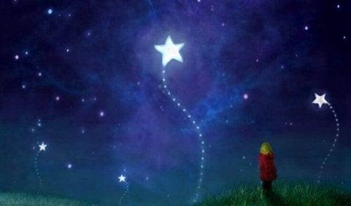 Kind, das Sterne beobachtet