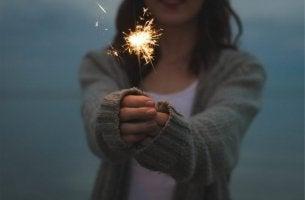 Schlüssel zum Glück - Wunderkerze in der Hand