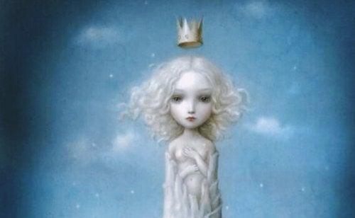 Kind mit Krone auf dem Kopf