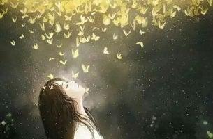 Ikigai - Mädchen unter einer Wolke aus Schmetterlingen