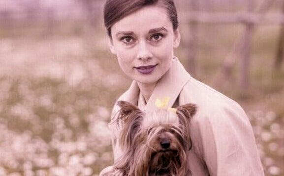Audrey Hepburn mit Hund