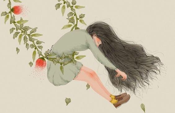 Frau hängt in einer Kletterpflanze