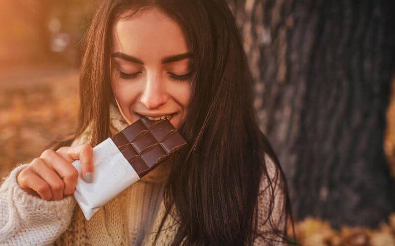 Den Serotonin- und Dopaminspiegel erhöhen - mit Schokolade