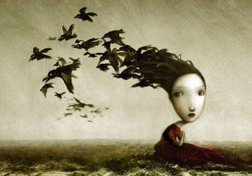 Frau mit aus dem Haar fliegenden Vögeln