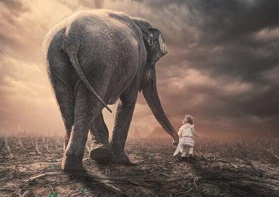 Mädchen mit Elefant