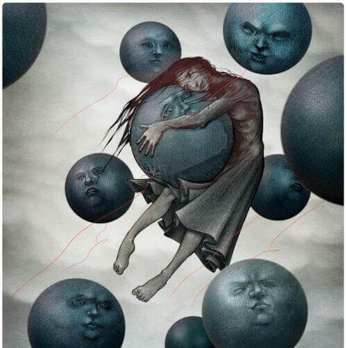Mädchen umarmt Mond in einer Gruppe von Monden