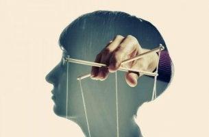 Den Geist manipulieren - Puppenspieler im Kopf