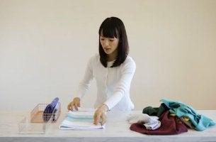 Marie-Kondo-Methode - Marie Kondo räumt auf