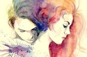 Partner umarmen sich