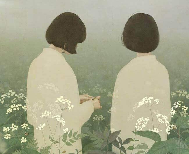 Zwei Frauen in einem Feld