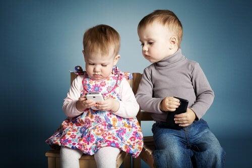 Ein Handy für Kinder? - Kleinkinder mit Handys
