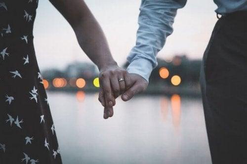 Die Vergangenheit ruhen lassen - eine gute Idee für die Beziehung?
