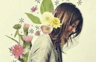 Die eigene Einstellung - lächelnde Frau von Blumen umgeben