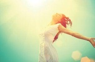 Das eigene Leben verändern - Frau atmet auf