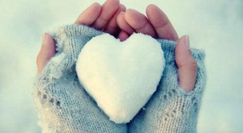 Herz aus Eis: Menschen, denen es schwerfällt, ihre Emotionen auszudrücken