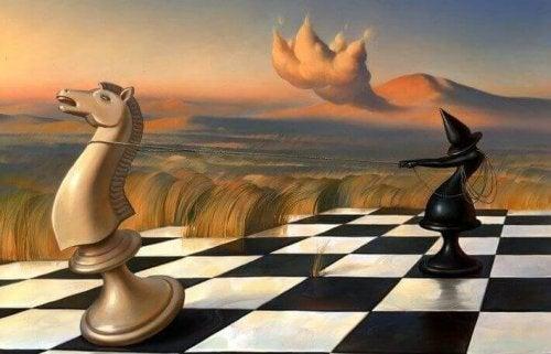 Läufer und Pferd auf einem Schachfeld