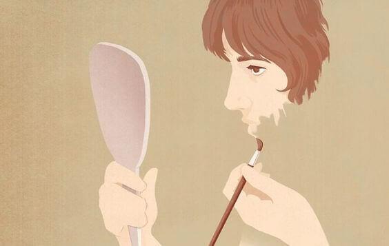 Frau malt ihr Gesicht