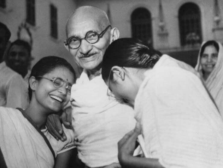 Gandhi mit seiner Familie