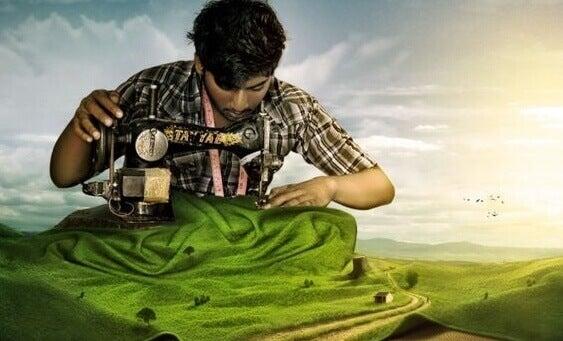 Ein Mann näht eine Landschaft
