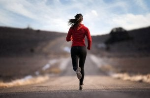 Adrenalin hilft dieser Langstreckenläuferin, ihr Ziel zu erreichen