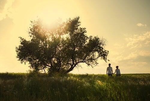 Liebespaar unter Baum