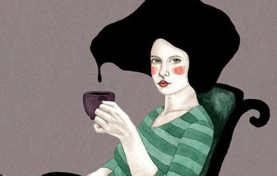Schwarzes Haar tropft in Kaffeetasse