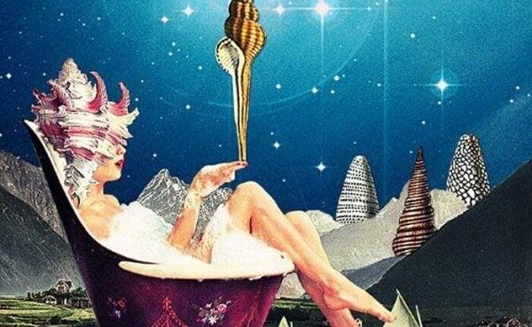 Eine Frau badet in einer Fantasiewelt.