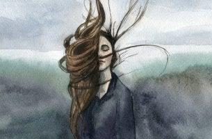 Die beste Rache ist, das Leben trotzdem zu genießen - wie diese Frau, die sich ihren Gedanken hingibt und tief durchatmet.