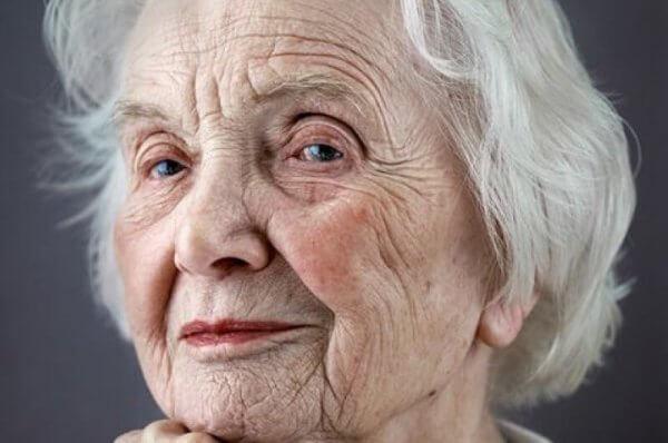 5 Wege, wie du den älteren Menschen in deinem Leben mit Respekt begegnen kannst
