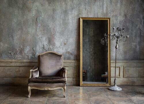 Antike Möbel haben bei Feng Shui keinen Platz