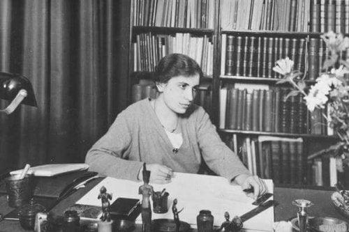 Anna Freud im Büro