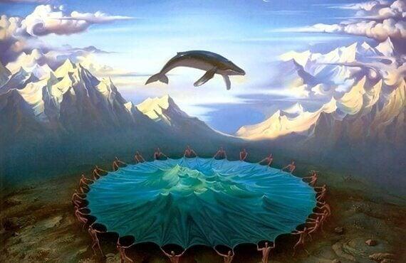 Blauwal auf einem Trampolin in den Bergen
