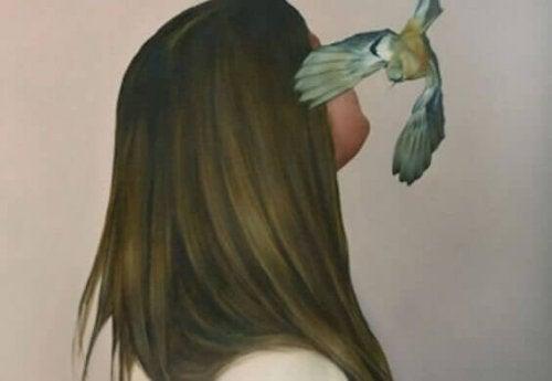 Feigling sein - eine Frau mit einem Vogel