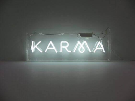 Karma in Neonlicht