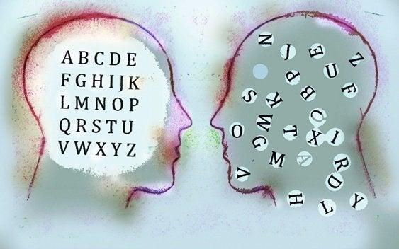 Kopfprofile mit Buchstaben