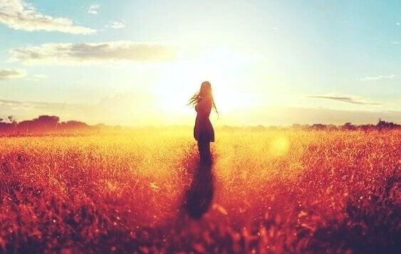Frau in einem Feld