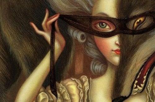 Frau mit Maske über den Augen