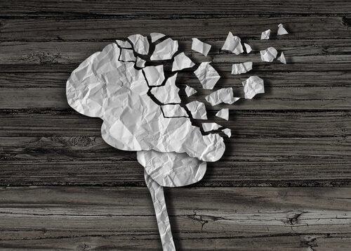 Gehirn in Stücken aus Papier