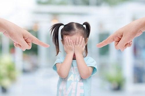 Kind wird bloßgestellt
