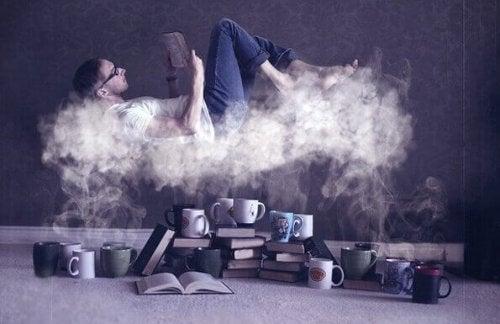 Ein Mann liest auf einer Wolke über Kaffee