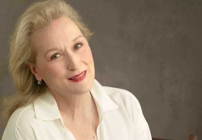 Meryl Streep in weißer Bluse mit roten Lippen