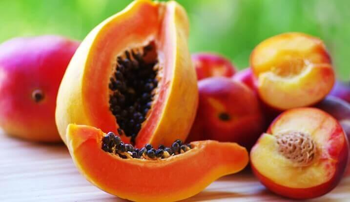 Papayas und Pfirsiche