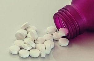 Wie wirkt Tavor? - Pillen aus lila Flasche