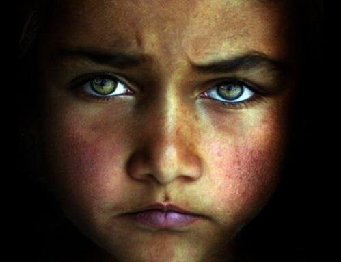 Gesicht eines traurigen Kindes