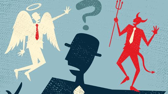 Ein Mann ist verwirrt. Er wird vom Engelchen an seiner rechten Seite und vom Teufelchen an seiner linken Seite beeinflusst.