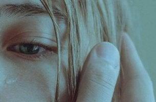 Probleme mit dem Selbstwertgefühl - weinende Frau
